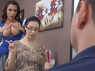 Sexy hairdresser fucks bitch's economize in barbershop