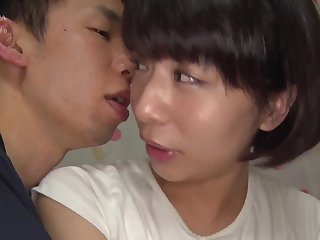This short haired lady knows how to wait upon BF's cock
