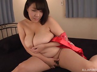 Chubby Japanese wife Kujou Sayaka plays forth a cumshot on her tits