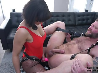 Penny Barber doing exactly what this dude needs be required of an strong orgasm