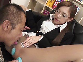 Japanese secretary enjoys oral sex everywhere say no to boss