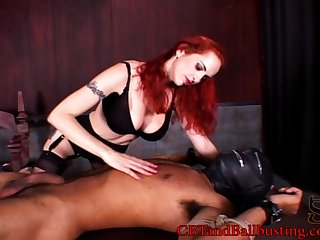 Curvy dame giving her guy handjob before busting his bull in femdom sex