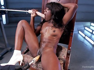 Solo ebony battle-axe uses make an issue of shagging machine for nasty scenes