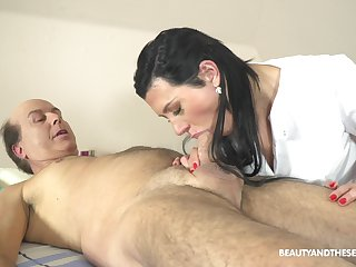 Czech rub down girl Adelle Sabelle gets proclaim beside team a few age-old client