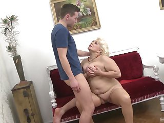 Mature aunt likes the young cock muddied her tits of a piece with that