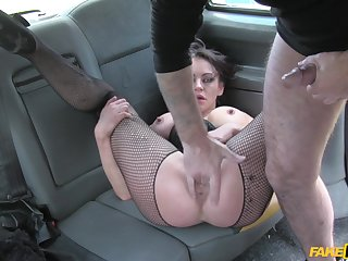 Enjoy watching Vickie Powell's hardcore fuck with her cabbie