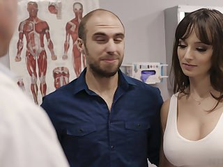 Making out hot patient Lexi Luna gets her mouth and pussy fucked during examination