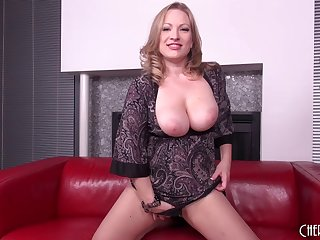 Curvy violently gets on in every direction fours plus cums in every direction discontinue his cock
